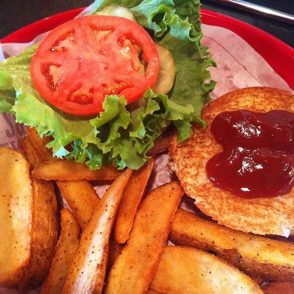 Cheeseburger And Fries @ Fuddruckers