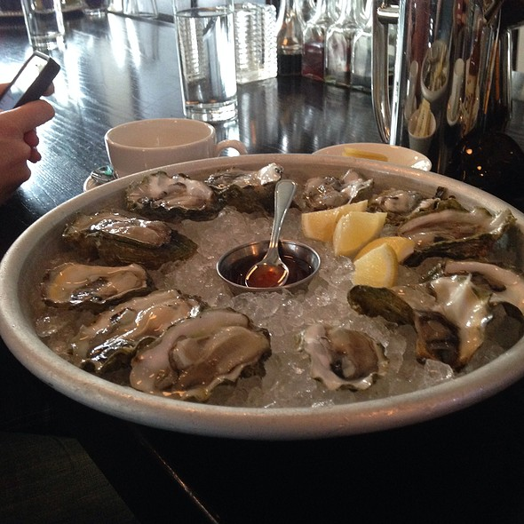 $1 Brunch Oysters @ Hog & Rocks