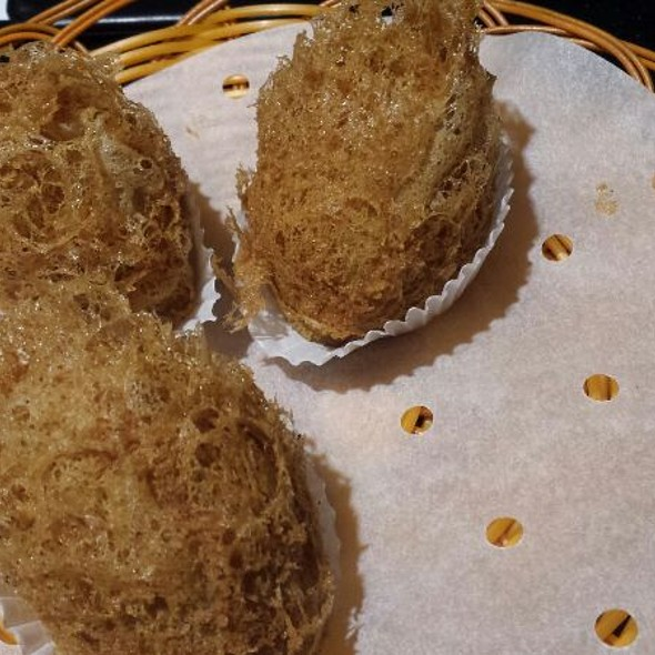 Taro Puffs With Diced Chicken & Prawn