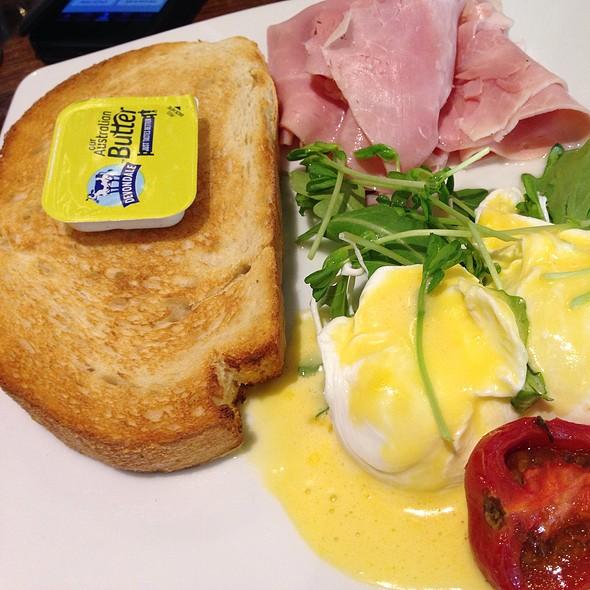 Eggs Benedict @ Espresso Organica