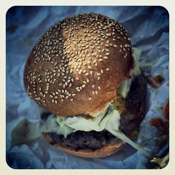 Cheeseburger @ Hamburgers