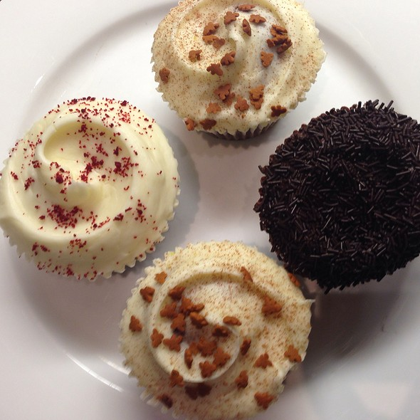 Gingerbread, Chocolate And Red Velvet Cupcakes