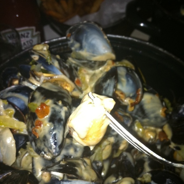 "Mussels ""Grand- mère"" @ Petite Abeille"