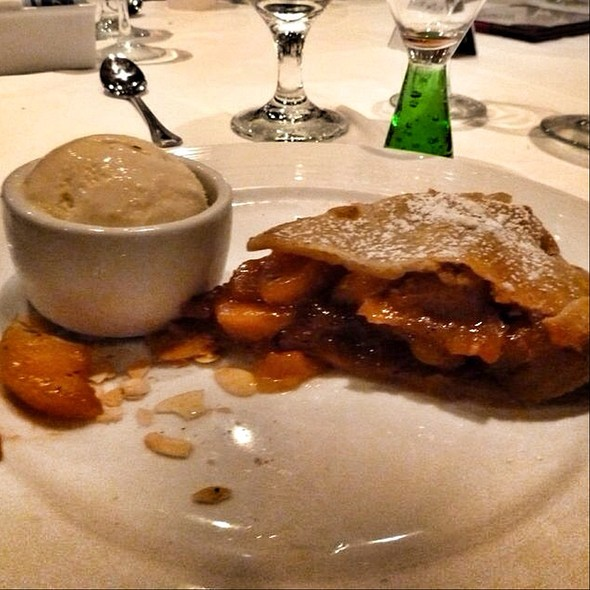 Old Fashioned Apple Pie @ Cruise