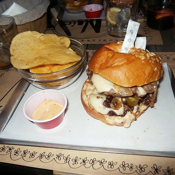 La de Tato burger @ Naif Sandwich & Cafe