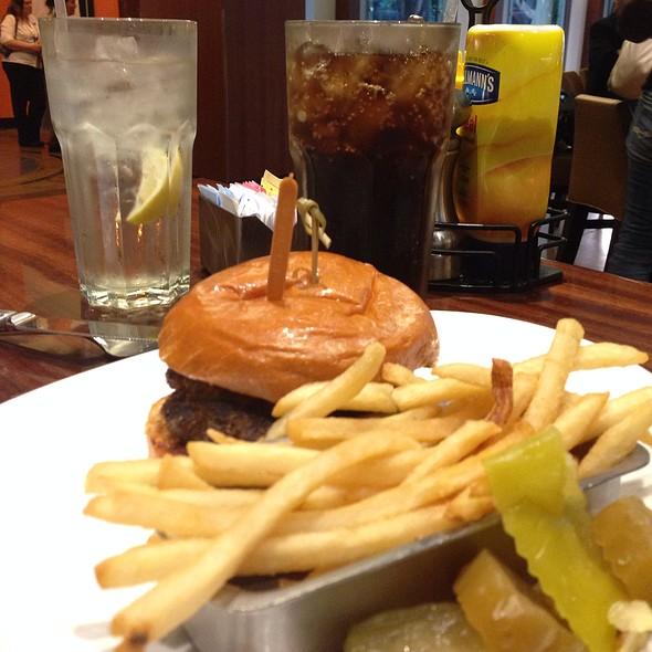 Cheeseburger - National Pastime Sports Bar & Grill - Gaylord National, National Harbor, MD