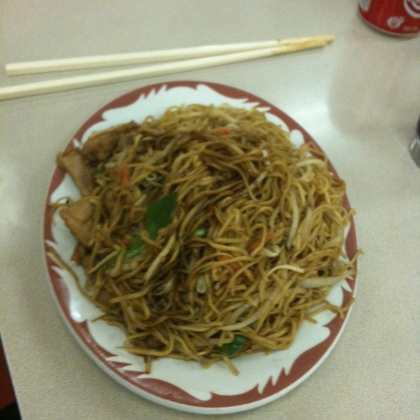 Chicken Chow Mein @ New Town Bakery & Restaurant