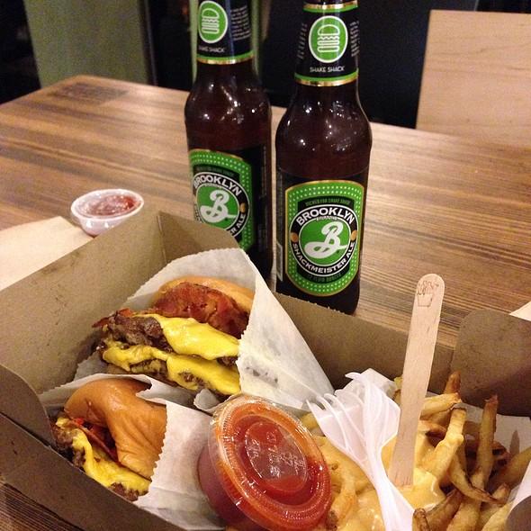 Burgers & Beer @ Shake Shack at Grand Central Terminal