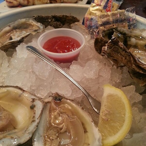 Oysters @ Harpoon Larry's Oyster Bar