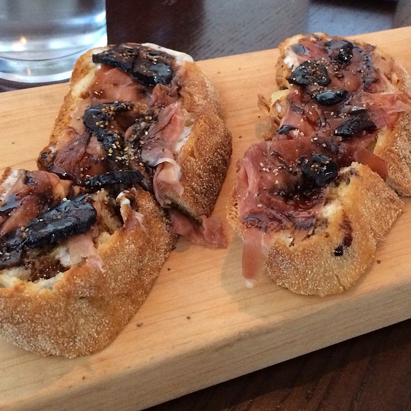 Prosciutto, Fig, Mascarpone Farm Bread @ Founding Farmers