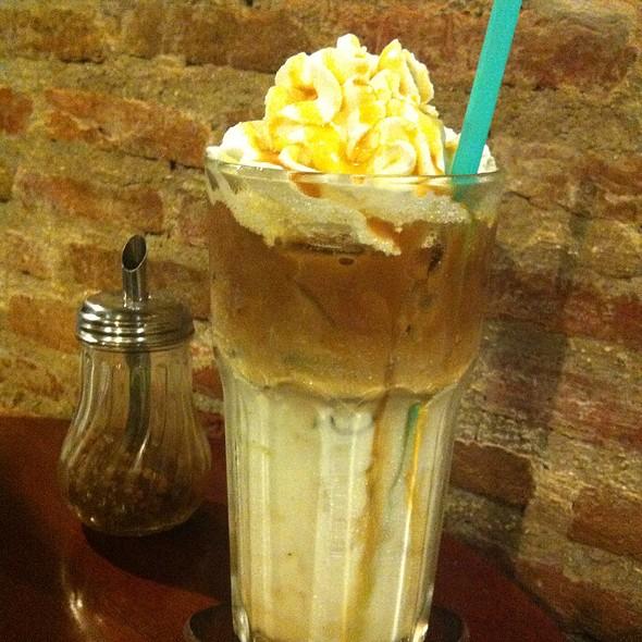 caramel latte @ 90200 Cafe & Bistro