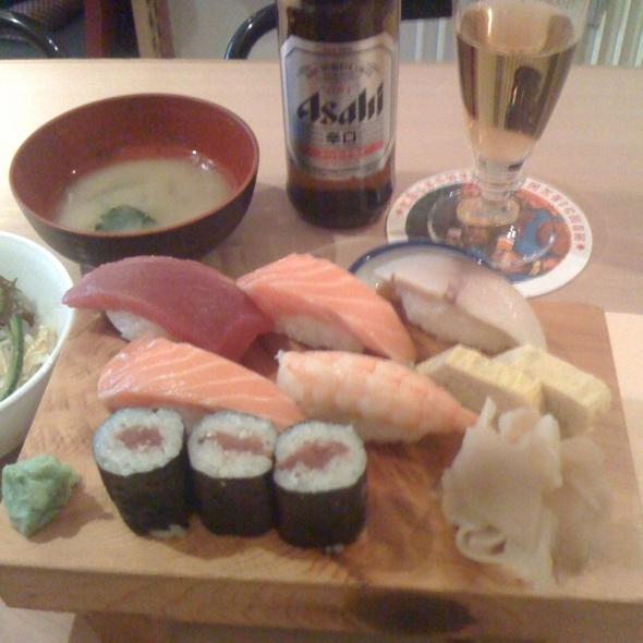 Sushi @ momotarro
