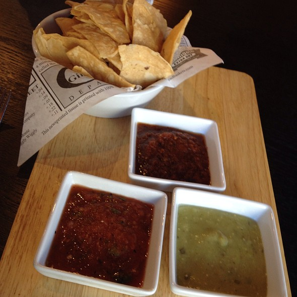 Chips Y Salsa Sampler @ Bien Salsa
