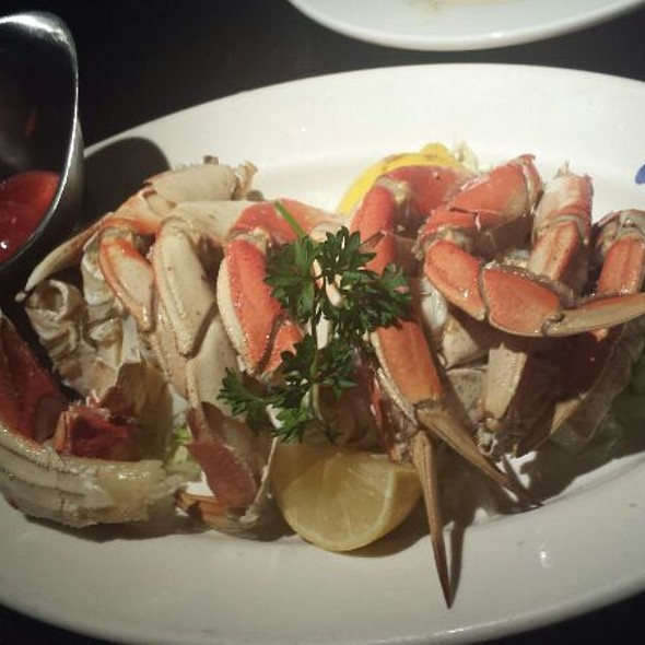 Fresh Whole Dungeness Crab @ Sotto Mare