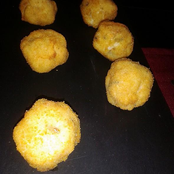 Clams in white wine croquettes @ Restaurante Cinco Sentidos