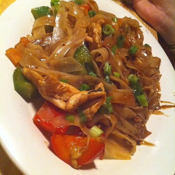Chicken Pad Thai (Drunken)