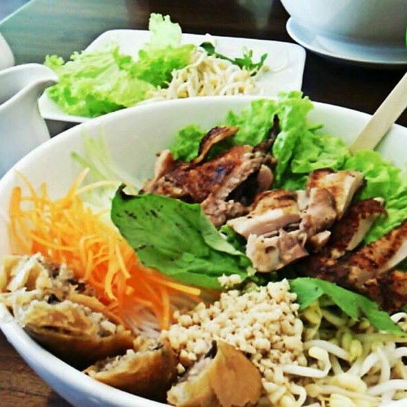 Grilled Chicken And Spring Roll Bun @ Pho 24 Vietnamese Pho Noodle