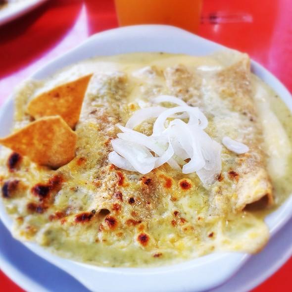 Enchiladas Suizas @ Don Deme