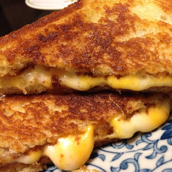 Da Almost Perfect Grilled Cheese Sandwich
