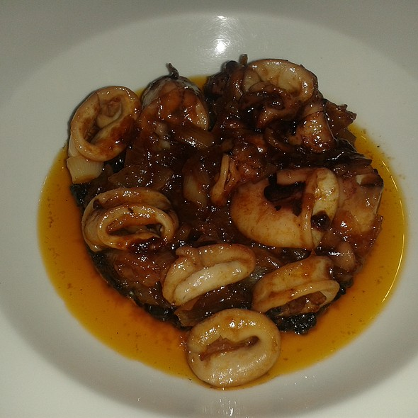 Sauteed squid with onions and black rice @ Restaurante Cinco Sentidos