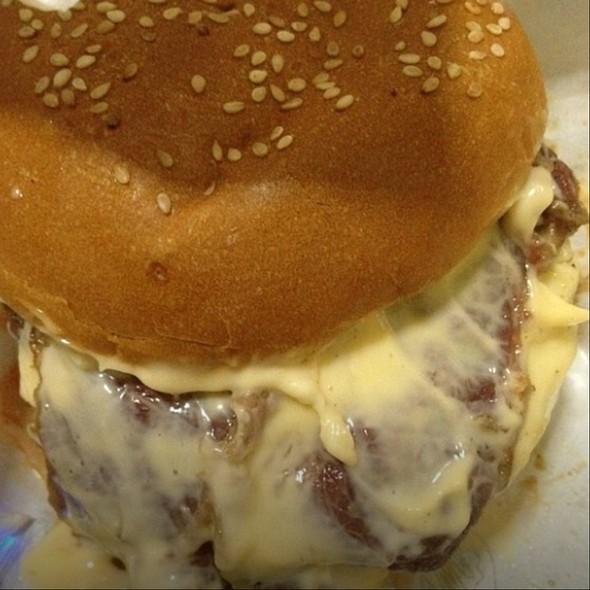 Cheezy Baconizer Beef Burger