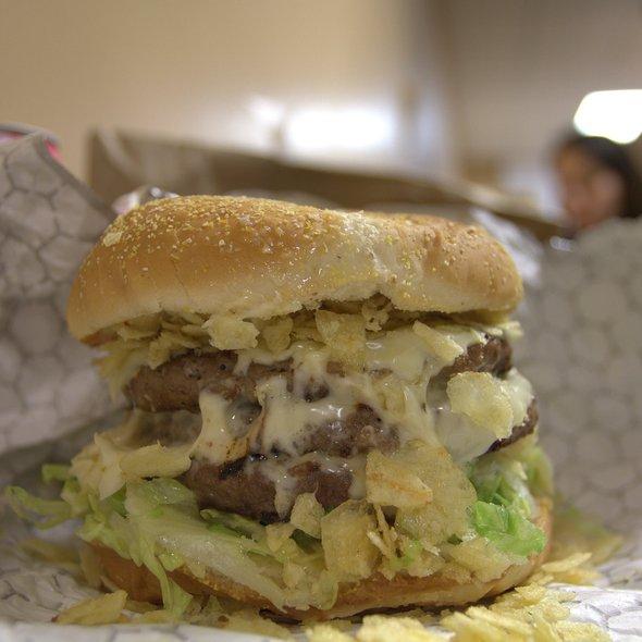Triple Cheeseburger @ Junior Colombian Burger