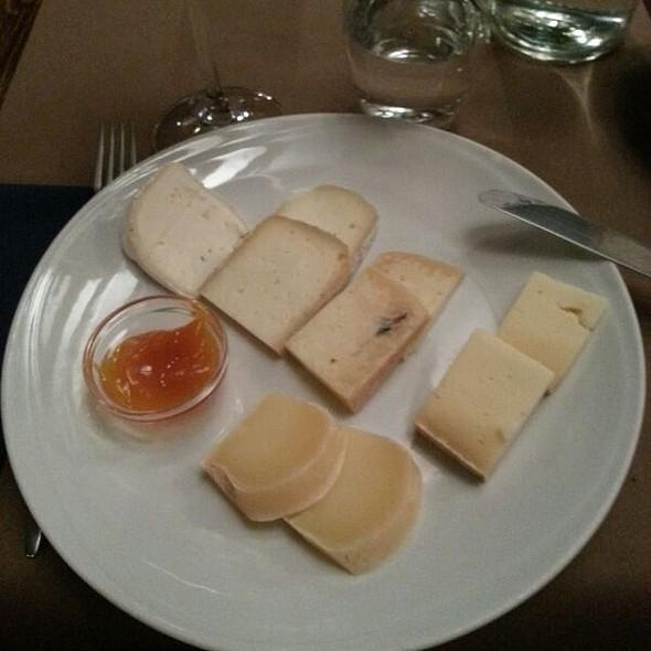 Misto di formaggi laziali con confettura di zucca