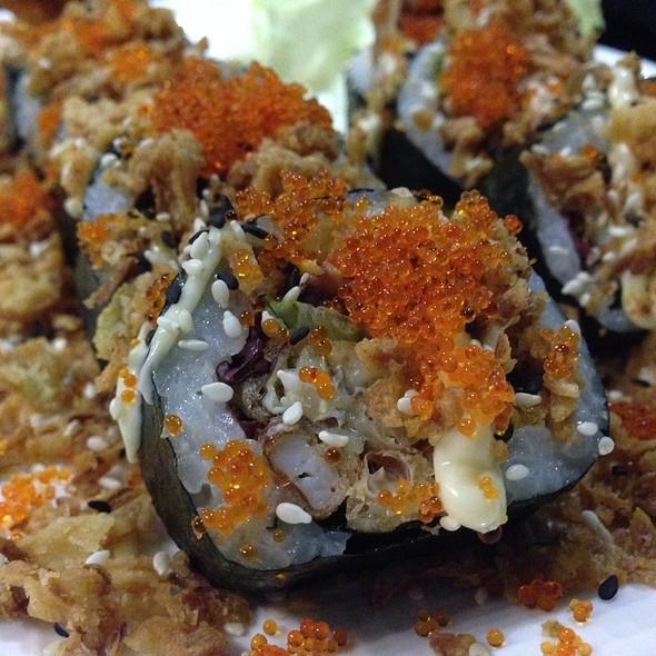 Midori Spicy Kanimaki (cranc natural, enciam, alvocat, maionesa picant, ceba, tobiko i sèsam). El plat estrella de @midoribarcelona