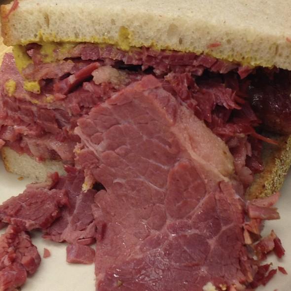Corned Beef Sandwich Katz