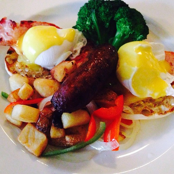 #eggs #benedict with an extra #lobster claw, lovely:) #brunch #egg #ham #muffin #yolk#tiffin #wanchai #hyatt  porn ies#hongkong #panpansangphotography#hongkongfood#香港 - James Joyce Irish Pub and Restaurant, Baltimore, MD