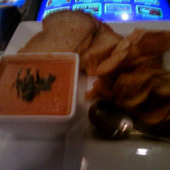Grilled Cheese Sandwich and Tomato Bisque Soup @ Hennessey's Tavern