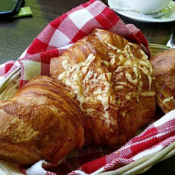 Cheese Croissant @ Boulevard Cafe, Al Manzil Hotel