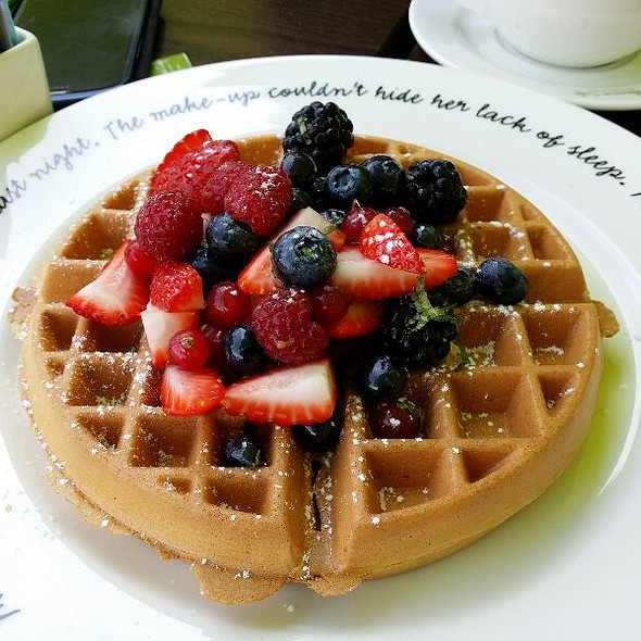 Waffles With Berries @ Boulevard Cafe, Al Manzil Hotel