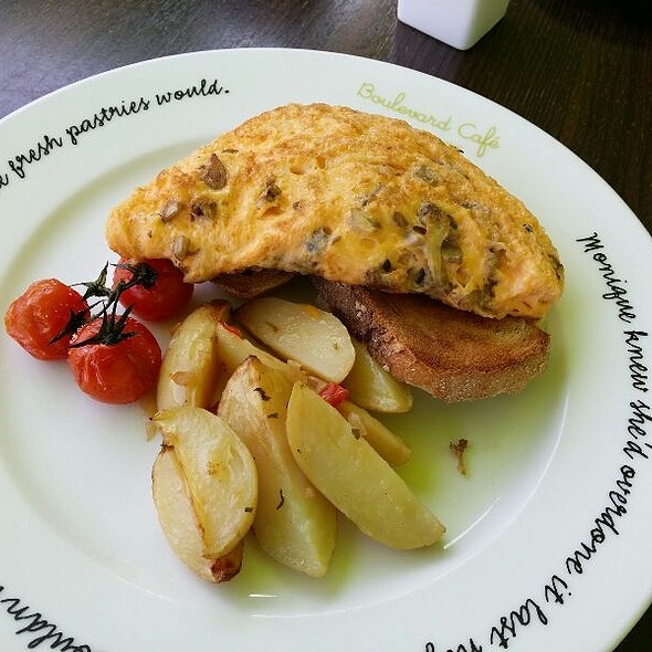 Omlette With Cheese Onions And Mushrooms @ Boulevard Cafe, Al Manzil Hotel