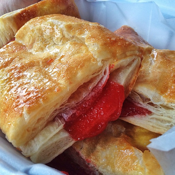 Guava Pastry @ La Ideal Sandwich Shop