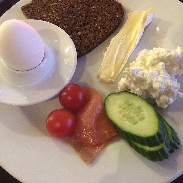 Breakfast - Cottagecheese, Salmon And Ryebread