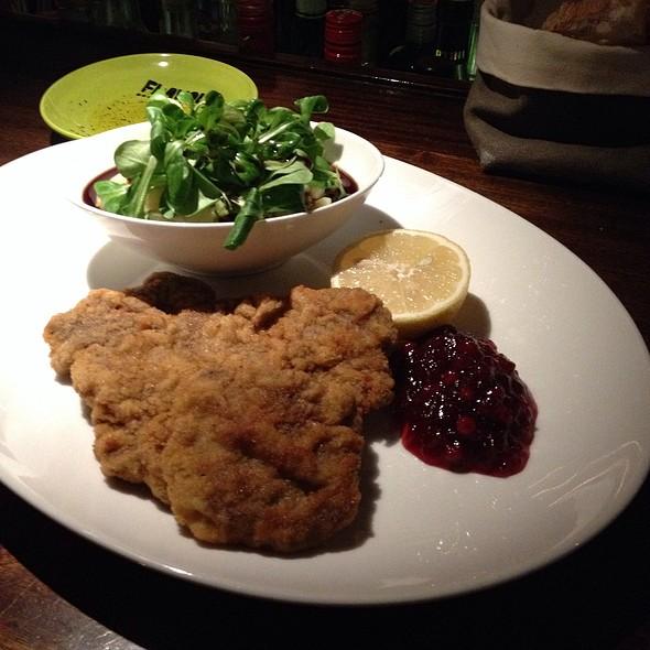 Hirschschnitzel @ FLAVOUR Weinbar Restaurant