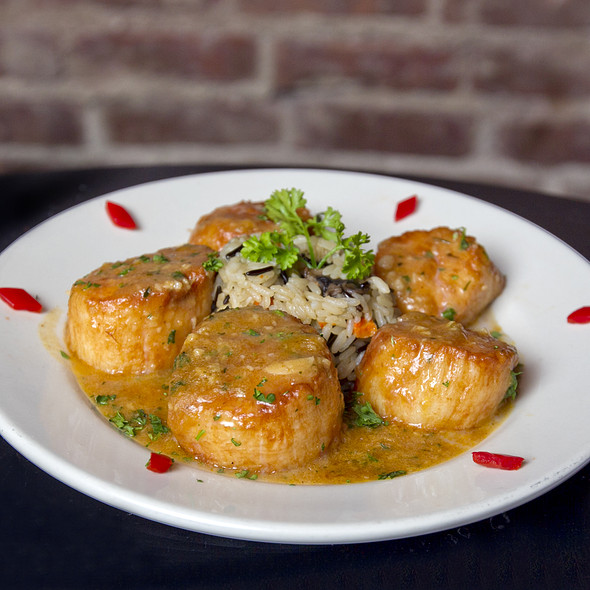 Seared Scallops @ Houndstooth Pub