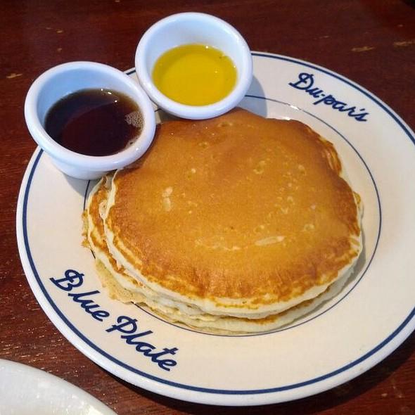 Buttermilk Pancakes (Short Stack) @ Du-Par's Restaurant & Bakery