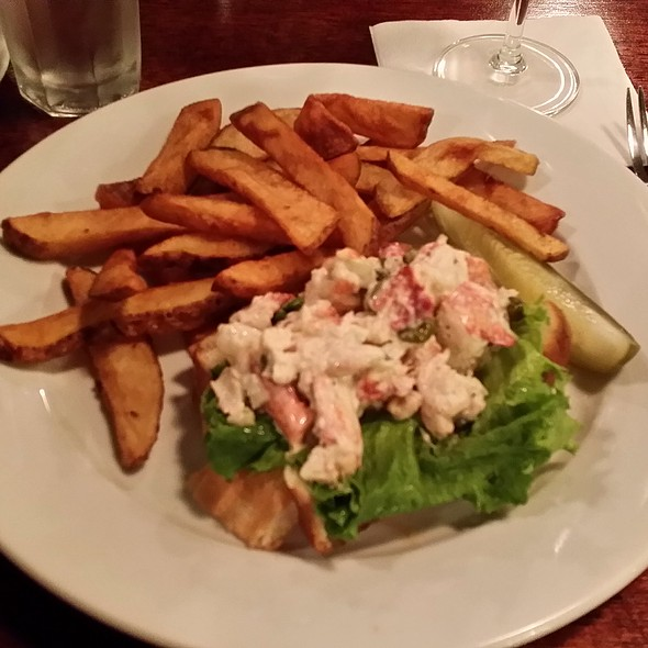 Lobster Roll With Fresh Cut Fries - 3rd & Ferry Fish Market, Easton, PA