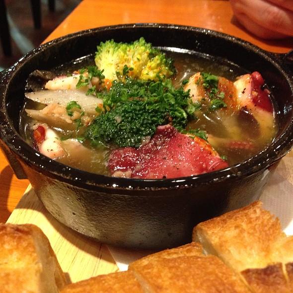 Octopus Ajillo / タコのガーリックオイル煮 @ 浅草カフェ ラグランドカリス