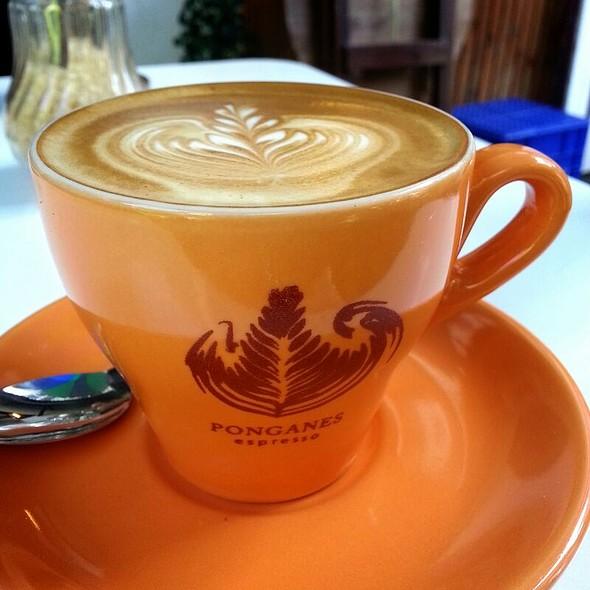 Flat White @ Ponganes Espresso