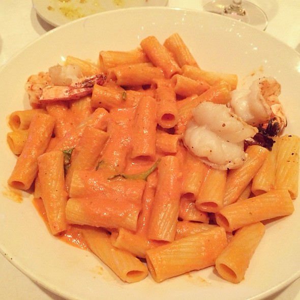 Rigatoni Alla Vodka - Rosebud Theater District, Chicago