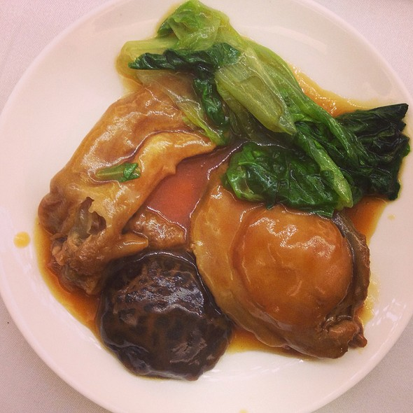 Braised Abalone with mushroom and vegetables @ pak loh chiu chow