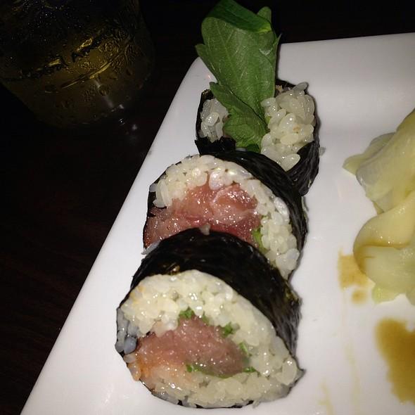 Hamachi Roll