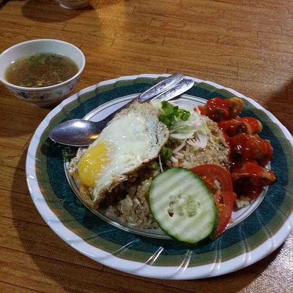 Nasi Goreng Kerabu @ Bukit Gambir