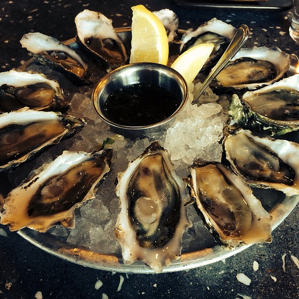 A Dozen Sweetwater Oysters @ Hog Island Oyster Co.