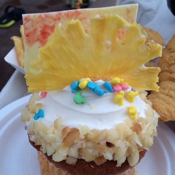 Macademia Cupcake @ Aulani, a Disney Resort & Spa