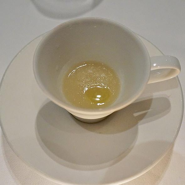 Kohlrabi velouté soup, apple, olive oil (canapés)