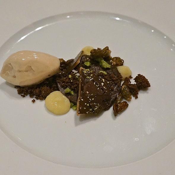 Chocolate ganache and crumble, pistachio, toffee, banana